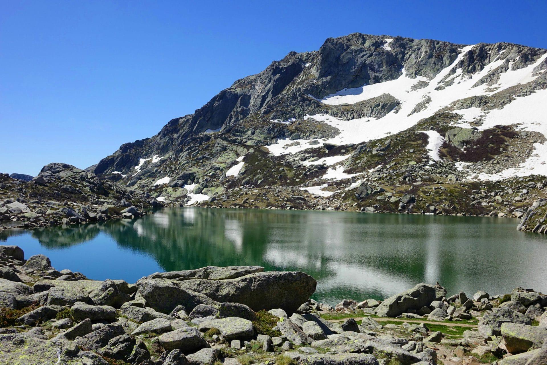 Monte_Renoso_depuis_le_lac_de_Bastani