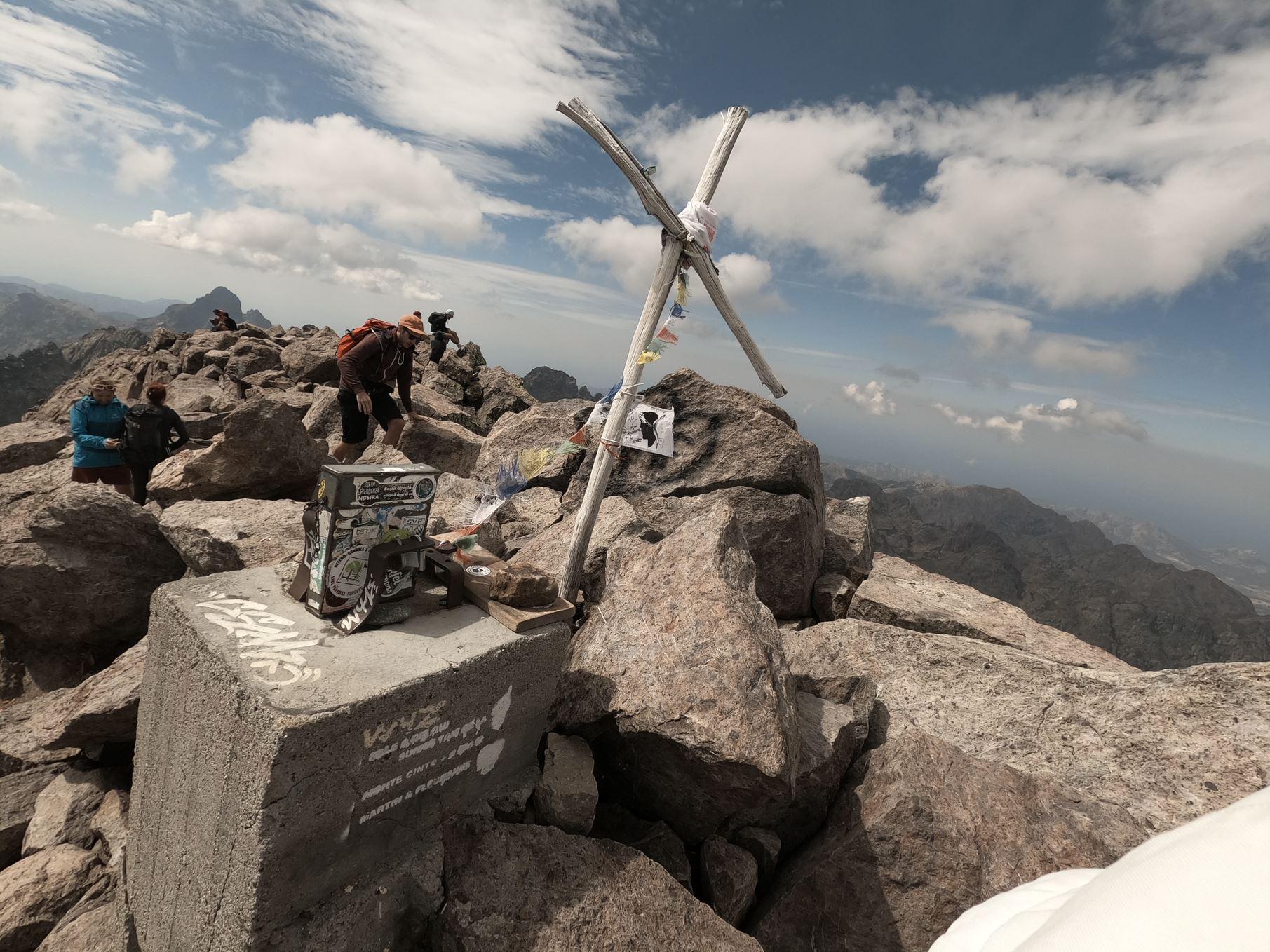 sommet monte cinto GR20 corse nord montagne
